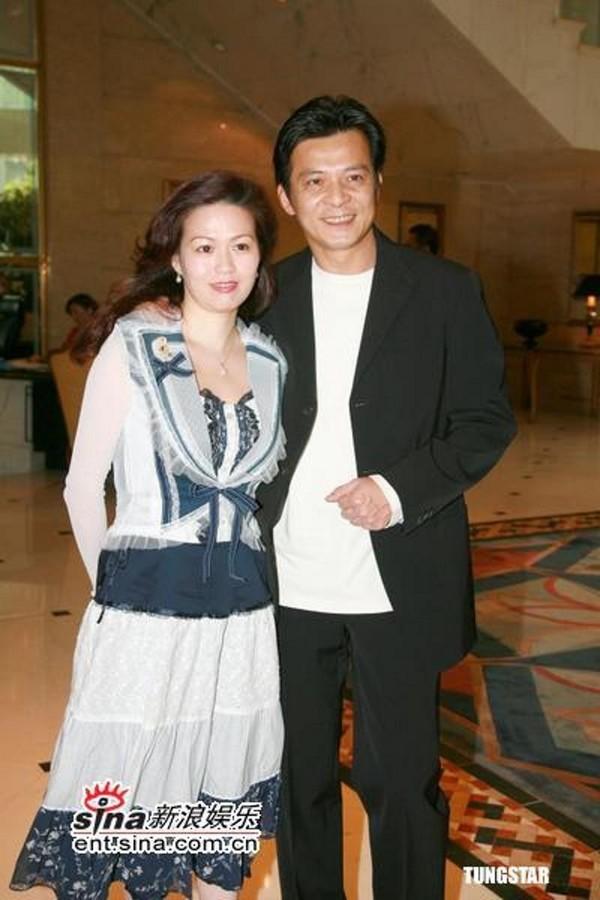 Nam thần một thời của TVB: sự nghiệp xuống dốc vì vạ miệng, tán gia bại sản cứu vợ bị bệnh ung thư-5
