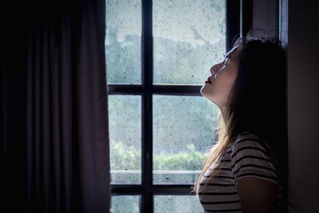 Trốn chồng về thăm mẹ đẻ, tôi sững sờ khi mở nồi cơm của mẹ, càng đau xót hơn khi nhìn thấy khuôn mặt bà - Ảnh 1.