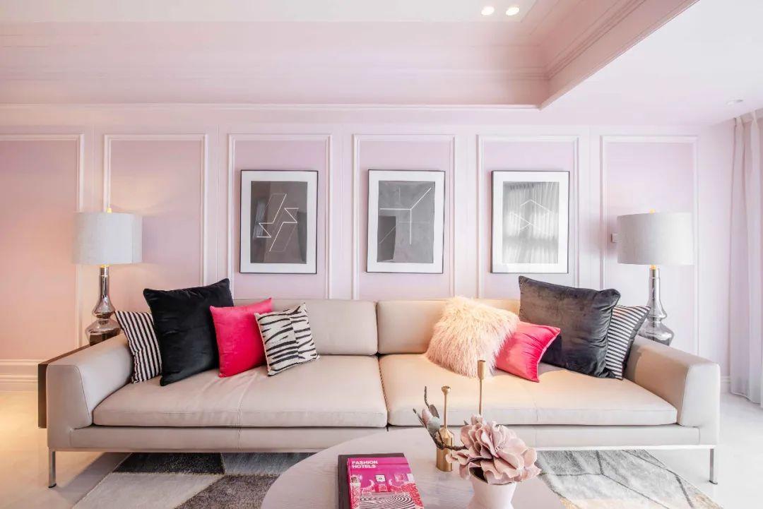 Tình yêu cổ tích: Người đàn ông 65 tuổi tặng vợ biệt thự màu hồng mộng mơ nhân dịp 40 năm ngày cưới - Ảnh 3.