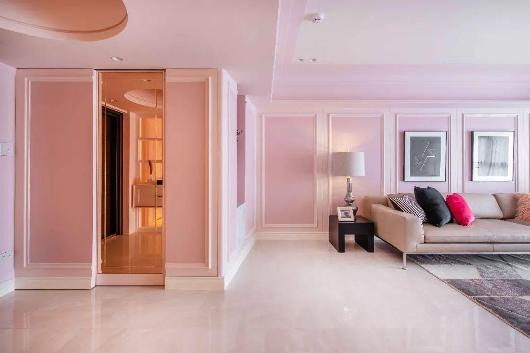 Tình yêu cổ tích: Người đàn ông 65 tuổi tặng vợ biệt thự màu hồng mộng mơ nhân dịp 40 năm ngày cưới - Ảnh 2.