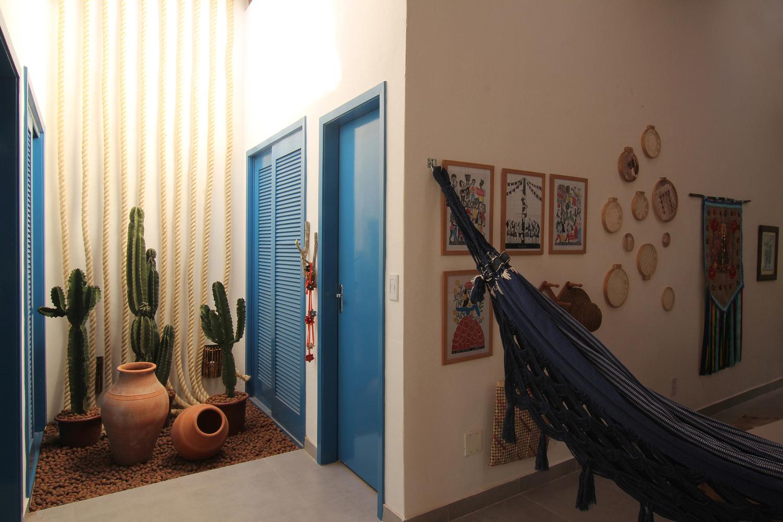 Cải tạo căn nhà cấp 4 hoang tàn cũ nát thành không gian màu xanh biển ấm cúng với ánh sáng tự nhiên ngập tràn - Ảnh 5.