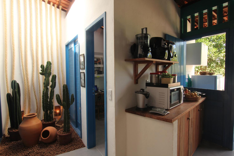 Cải tạo căn nhà cấp 4 hoang tàn cũ nát thành không gian màu xanh biển ấm cúng với ánh sáng tự nhiên ngập tràn - Ảnh 6.