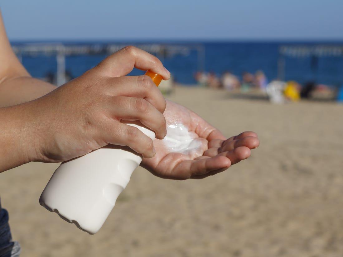Biện pháp dễ dàng kiểm tra hạn sử dụng của kem chống nắng - Ảnh 2.