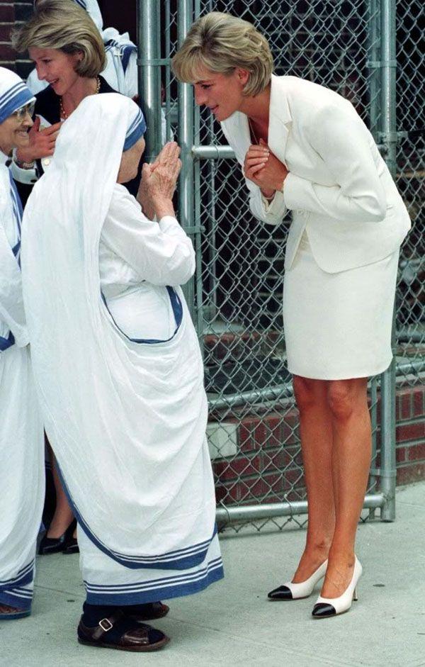 Điều ít biết về hai món đồ Công nương Diana nắm chặt trong tay sau khi trút hơi thở cuối cùng khiến nhiều người ám ảnh cho đến tận bây giờ - Ảnh 3.