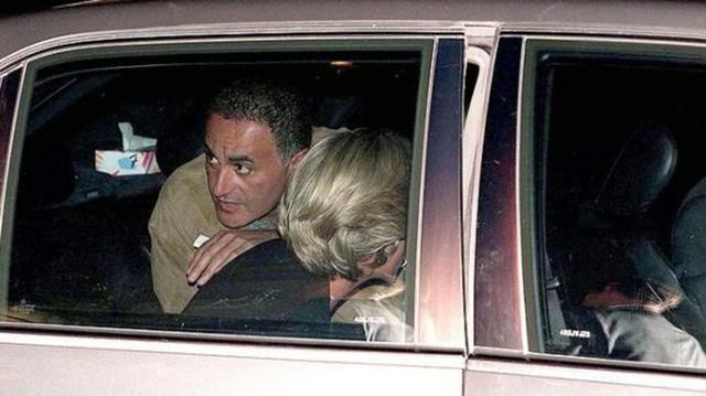 Điều ít biết về hai món đồ Công nương Diana nắm chặt trong tay trước khi trút hơi thở cuối cùng khiến nhiều người ám ảnh cho đến tận bây giờ - Ảnh 1.