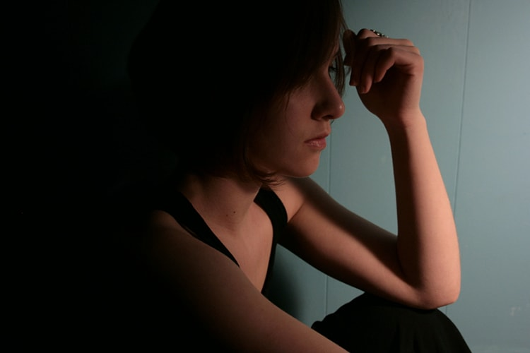 Đêm Giao Thừa, chưa kịp cúng mà chồng đã ôm gà lễ gặm lấy gặm để trong tiếng khóc lặng của tôi - Ảnh 1.