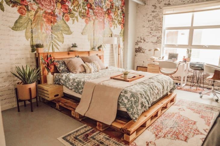Gợi ý 10 kiểu giường pallet vừa rẻ vừa xinh phù hợp với mọi loại phòng ngủ - Ảnh 2.