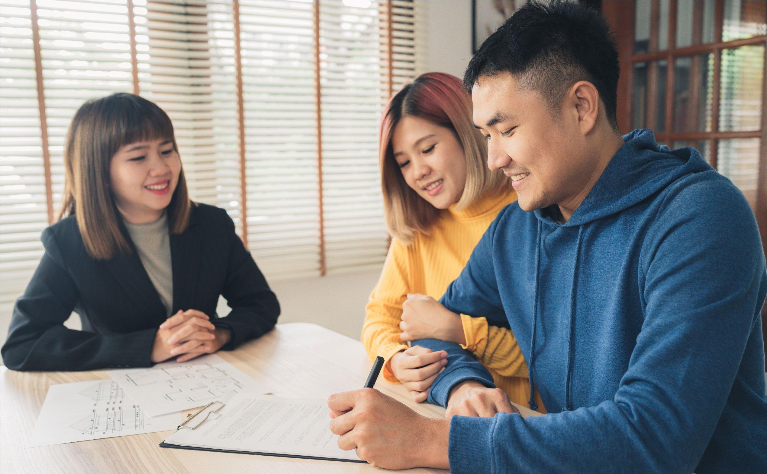 Mách mẹo hay giúp bạn tiết kiệm chi phí khi tham gia bảo hiểm nhân thọ - Ảnh 2.
