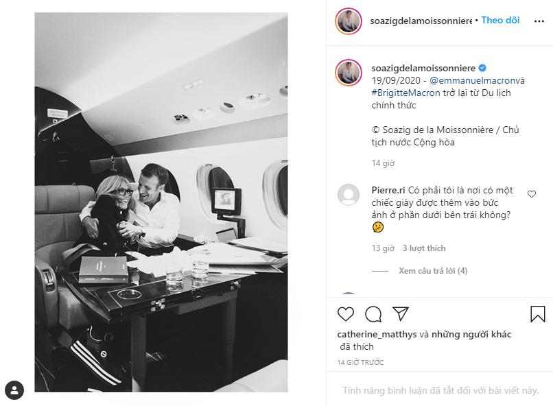 """Chụp ảnh được chồng ôm tình tứ trên máy bay riêng, Đệ nhất phu nhân Pháp lại gây chú ý bằng một chi tiết """"kém duyên"""" đầy khó hiểu - Ảnh 1."""