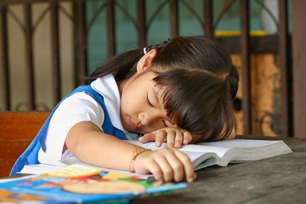"""Phụ huynh phản ánh cô giáo """"bêu tên"""" học sinh phạm lỗi hằng ngày lên bảng, nhưng ngạc nhiên nhất là phản ứng """"không thể ngờ"""" của hội cha mẹ - Ảnh 1."""