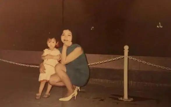 Bố trọng nam khinh nữ nên ném con gái đỏ hòn vào sọt rác, mẹ nhặt lại một mình nuôi dạy, cái kết 30 năm sau quá đỗi bất ngờ - Ảnh 2.