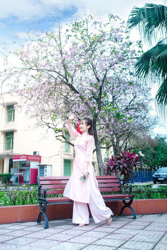 Ở Hà Nội có 1 trường đại học đẹp nhất mùa xuân, hoa ban nở rực khắp trời, nhưng sinh viên muốn ghi danh phải xác định điểm đầu vào cao ngất ngưởng - Ảnh 7.