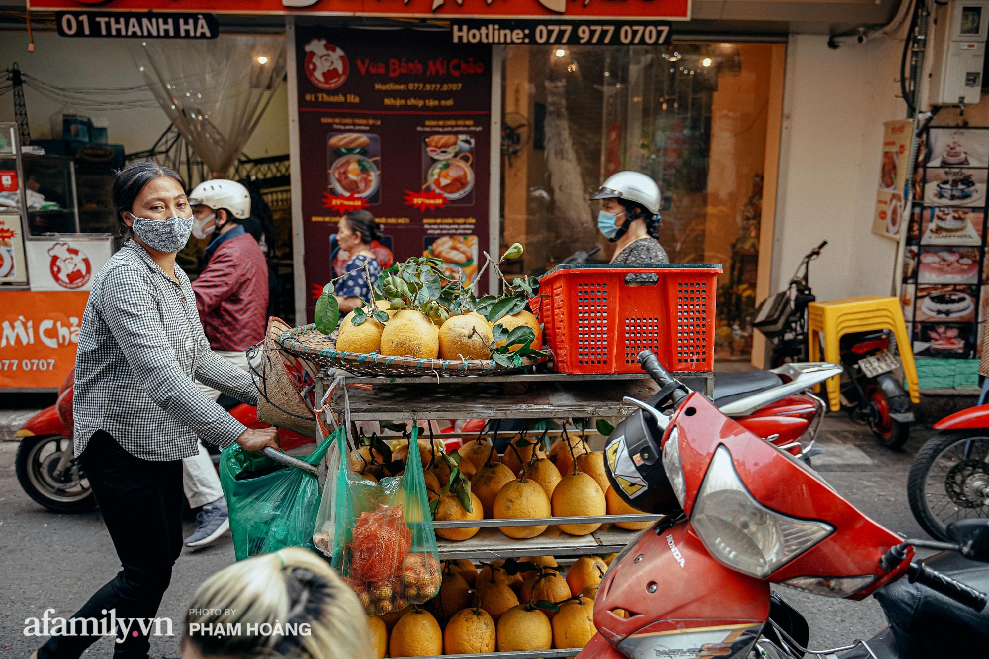 Ngày cuối năm bình yên trong ngõ chợ Thanh Hà - ngôi chợ lâu đời nhất phố cổ được giới nhà giàu chuộng mua vì toàn đồ chất lượng tươi ngon - Ảnh 8.