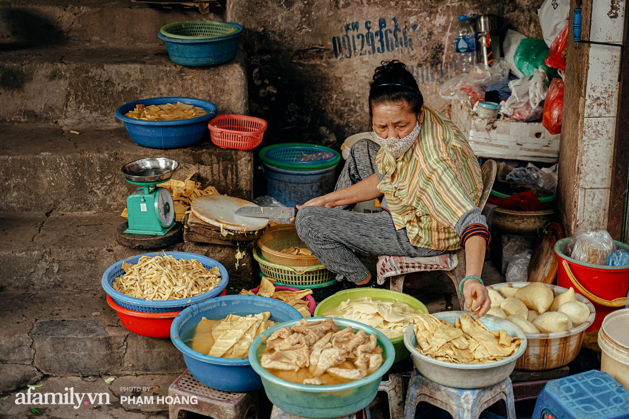 Ngày cuối năm bình yên trong ngõ chợ Thanh Hà - ngôi chợ lâu đời nhất phố cổ được giới nhà giàu chuộng mua vì toàn đồ chất lượng tươi ngon - Ảnh 13.