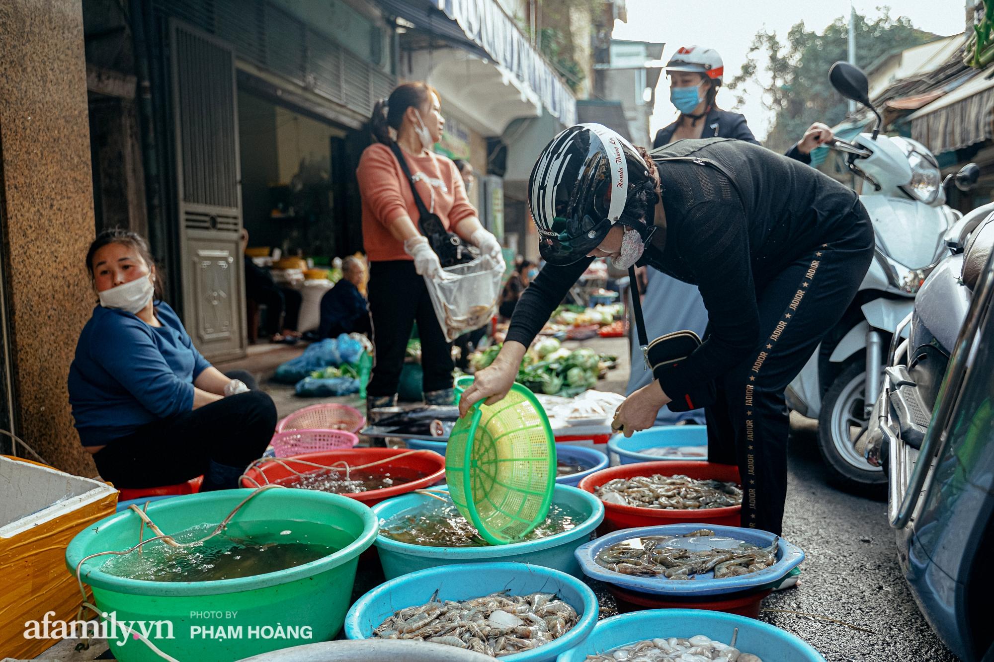 Ngày cuối năm bình yên trong ngõ chợ Thanh Hà - ngôi chợ lâu đời nhất phố cổ được giới nhà giàu chuộng mua vì toàn đồ chất lượng tươi ngon - Ảnh 14.