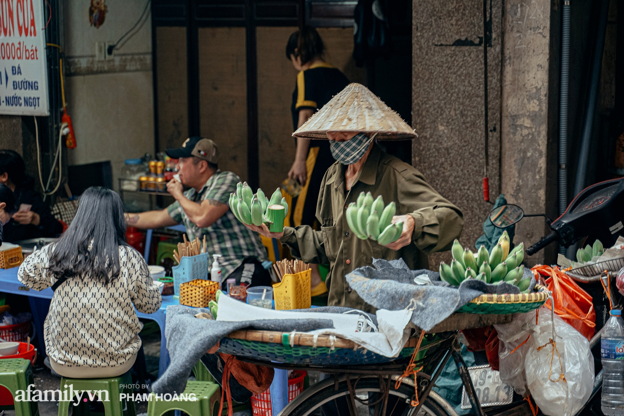 Ngày cuối năm bình yên trong ngõ chợ Thanh Hà - ngôi chợ lâu đời nhất phố cổ được giới nhà giàu chuộng mua vì toàn đồ chất lượng tươi ngon - Ảnh 11.