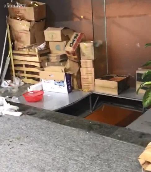 Hà Nội: Hy hữu thủng trần tòa nhà làm đôi nam nữ rơi xuống đất nguy kịch - Ảnh 4.