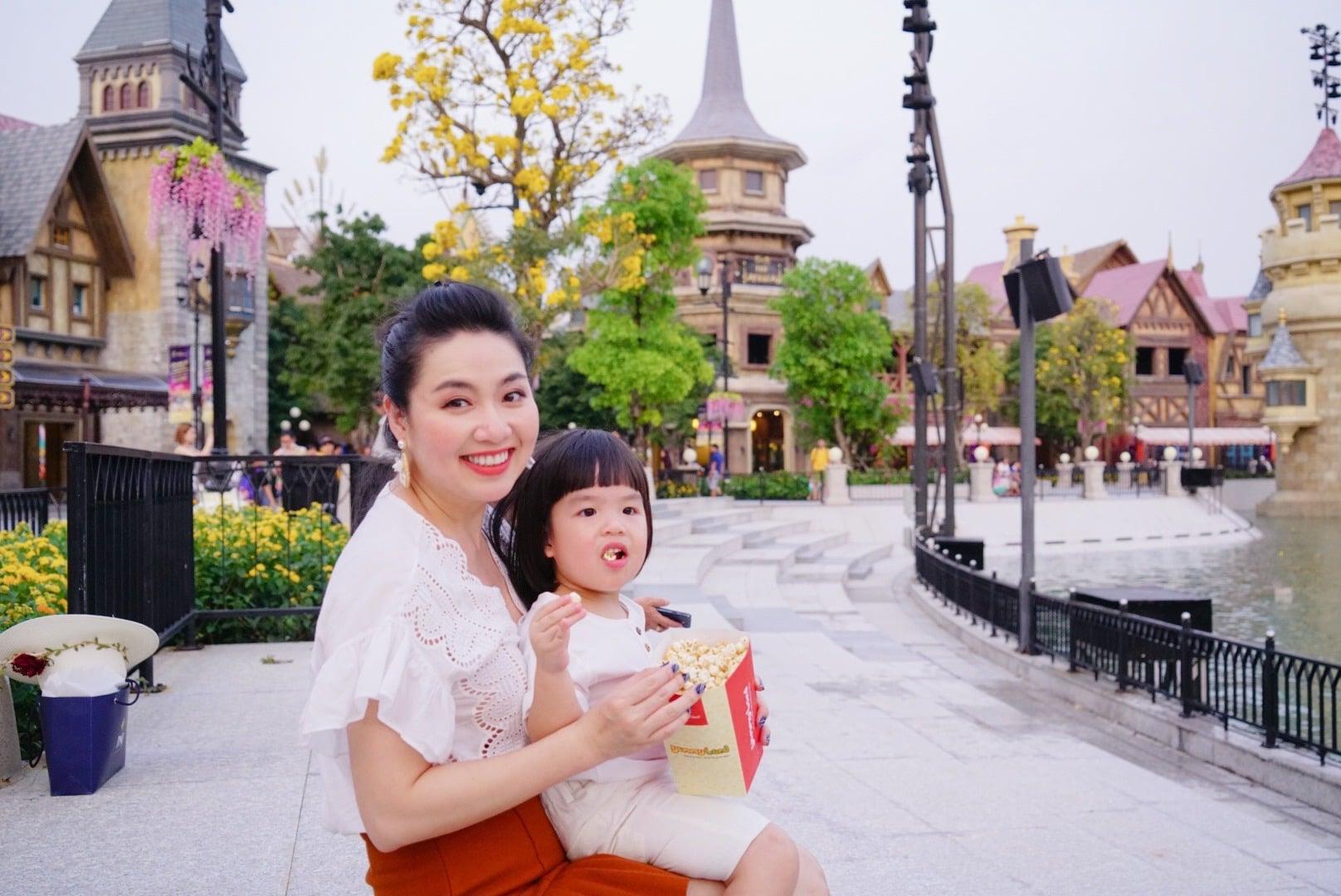 Diễn viên Lê Khánh cho con trai để tóc dài như con gái, ai hỏi giới tính của bé đều đưa ra câu trả lời ngã ngửa - Ảnh 2.