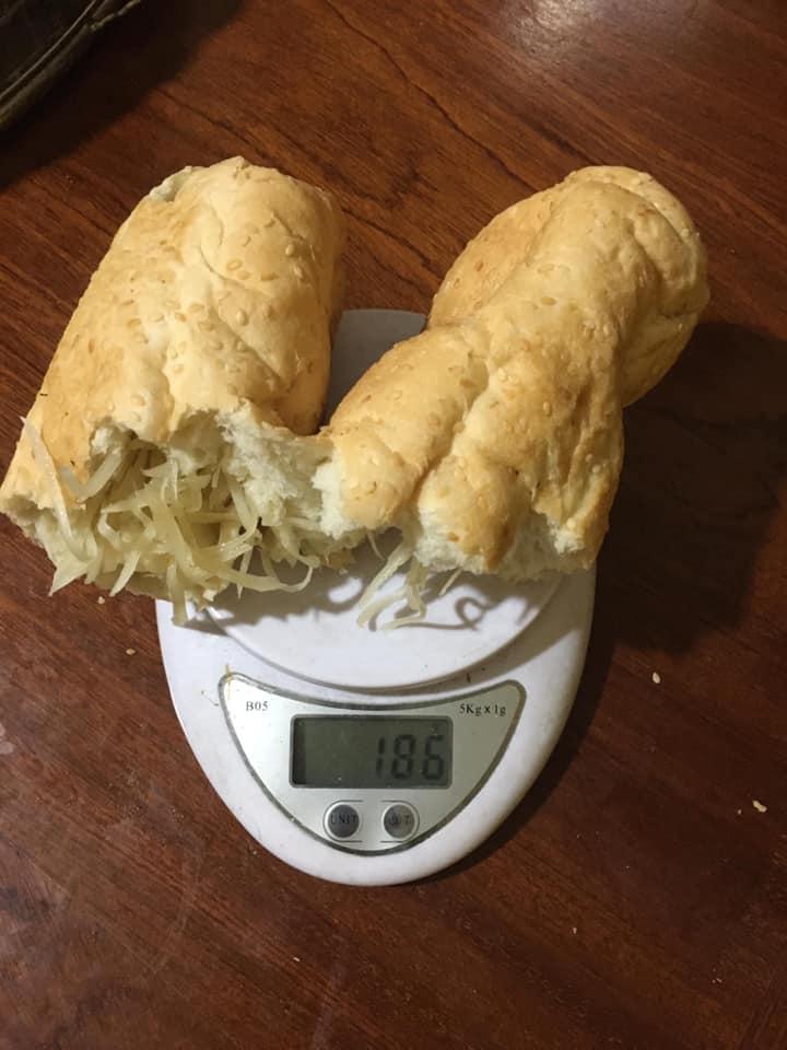 Hí hửng đặt mua bánh mì siêu dừa thơm ngậy và thành phẩm đến tay gây choáng váng: Lưa thưa vài hạt vừng, dừa tàng hình mất 2/3 - Ảnh 7.