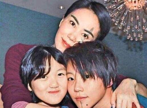 Sự khác biệt trong quan điểm nuôi dạy con giữa Vương Phi và Trương Bá Chi: Người để con thoải mái uống rượu, người đảm đương luôn vị trí người cha - Ảnh 2.