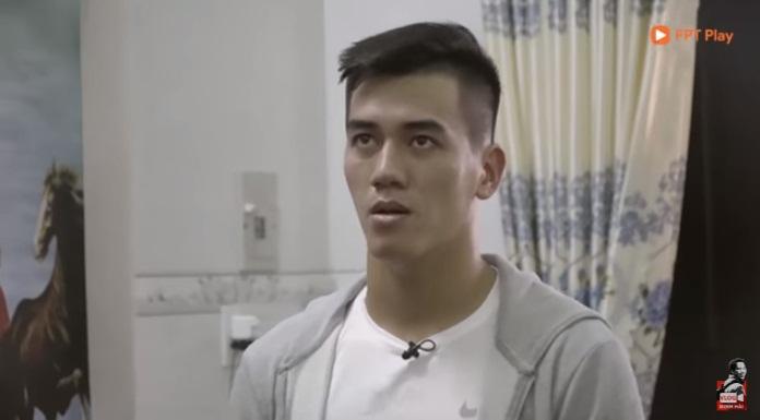"""Chuyện ít biết về cầu thủ Tiến Linh: Xa phụ huynh từ khi còn bé xíu, ngày gặp lại gọi mẹ bằng """"cô"""" khiến ai nấy đều ngỡ ngàng - Ảnh 2."""