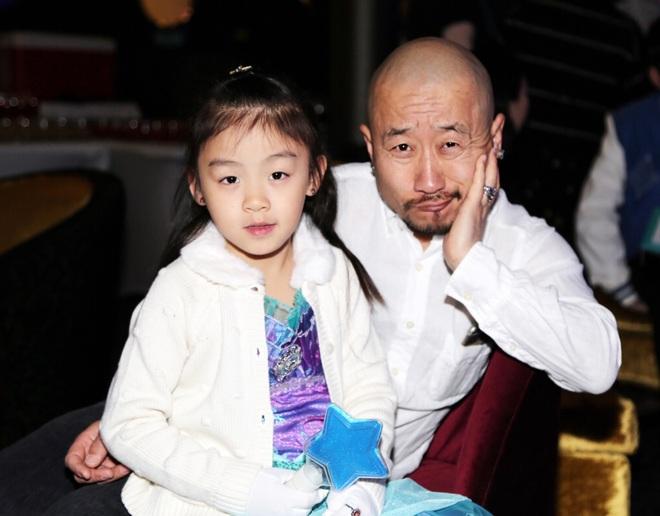 """Hai lần đối xử """"tuyệt tình"""" với con trai độc nhất khiến """"Tể tướng Lưu gù"""" trở thành người cha hà khắc nhất Cbiz - Ảnh 5."""