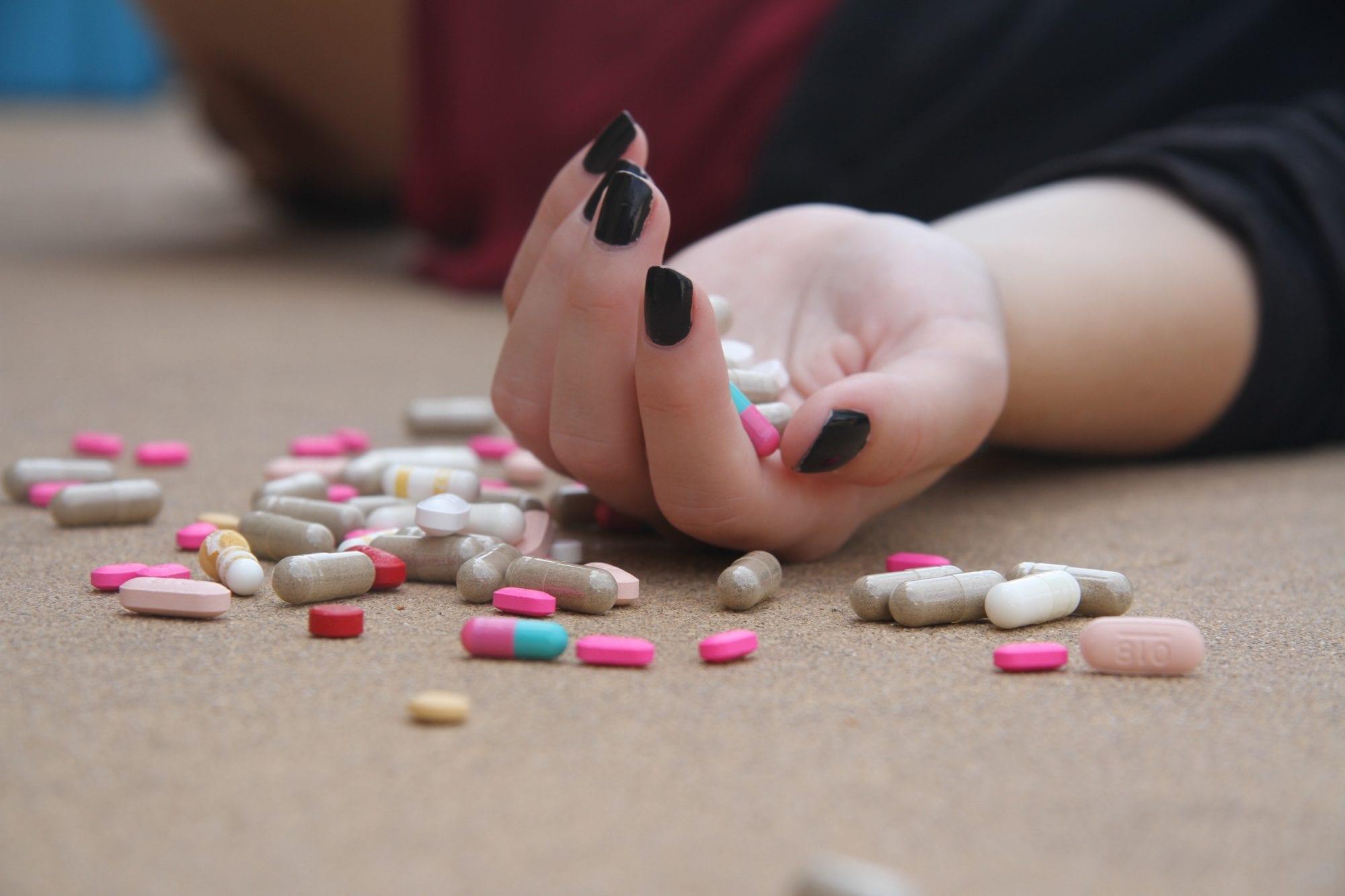Bát nháo nghệ sĩ quảng cáo thuốc và thực phẩm chức năng, người dân phải xem lại cách chữa bệnh kiểu mạo hiểm này! - Ảnh 6.