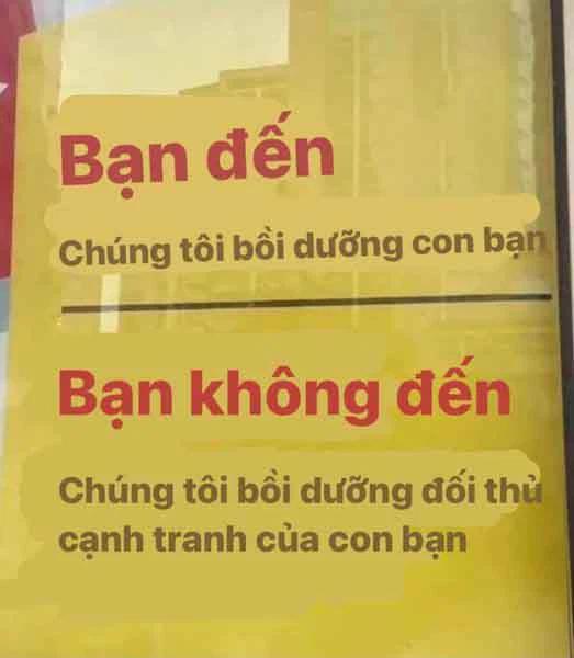 Trung tâm ôn thi treo biển hiệu cực gắt trước cổng, bố mẹ đọc xong hớt hải cho con đi học:
