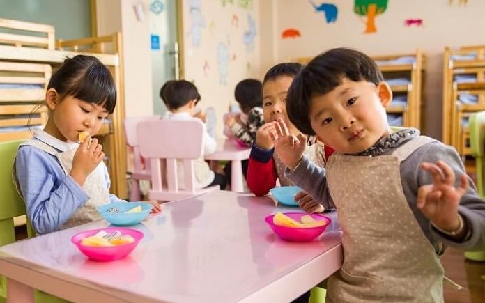 """Một quả chuối ở trường được chia thành ba phần, phụ huynh bức xúc vì nộp học phí cao nhưng con bị """"tước"""" phần ăn, nghe giáo viên giải thích liền xấu hổ xin lỗi - Ảnh 3."""