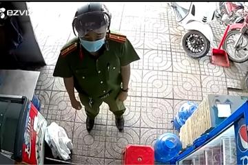 Chiến sĩ công an phường chỉ mất 38 giây để thuyết phục người dân đóng cửa hàng, tuân thủ Chỉ thị 16