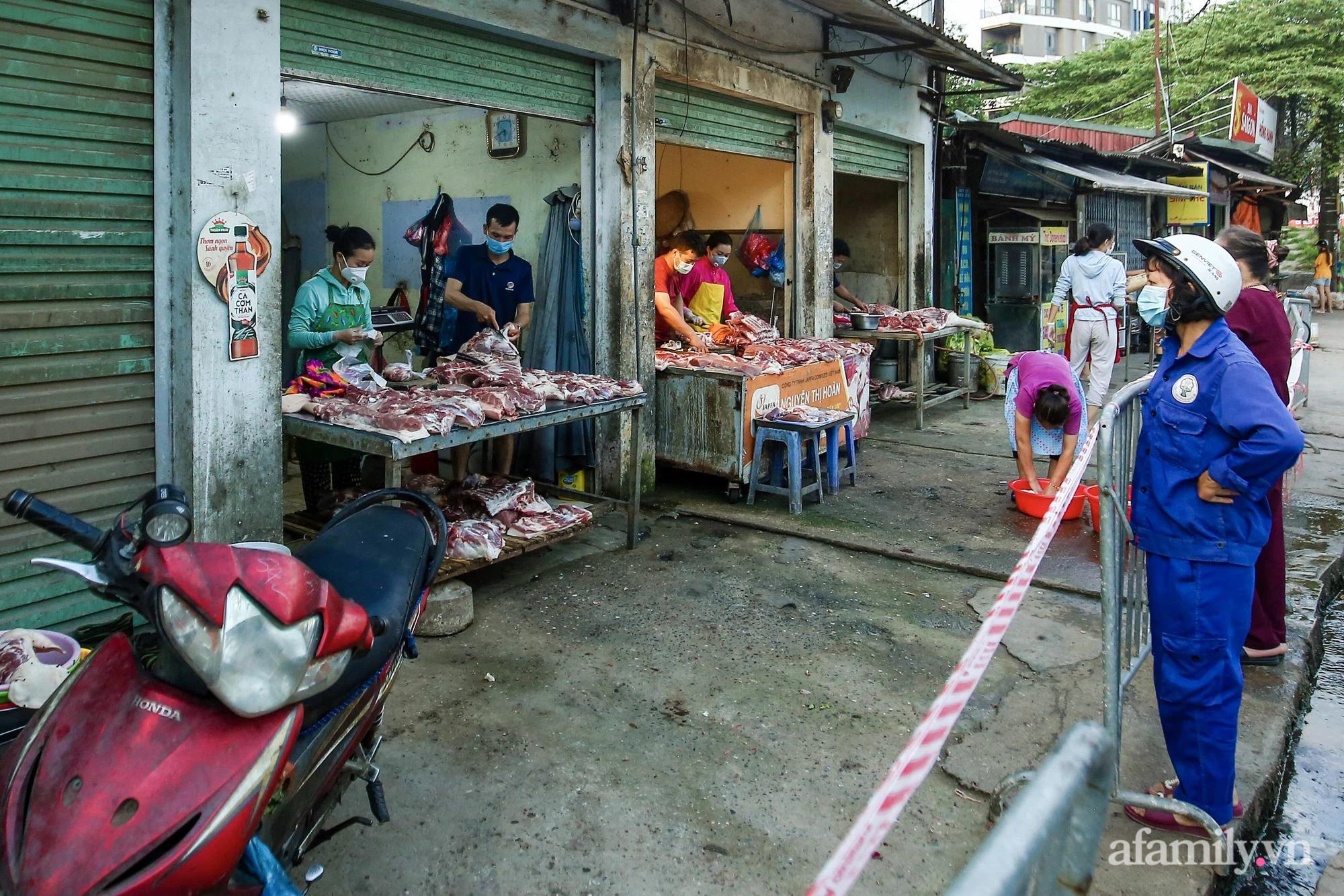 Ngày đầu tiên bắt đầu phát phiếu đi chợ, người Hà Nội đi theo ngày chẵn, ngày lẻ - Ảnh 5.