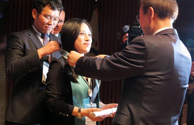 Cô gái Việt trở thành Công dân danh dự Seoul nhờ tiếng Hàn siêu đỉnh, vừa phiên dịch cho Samsung - LG vừa làm MC cho đài truyền hình nổi tiếng - Ảnh 1.