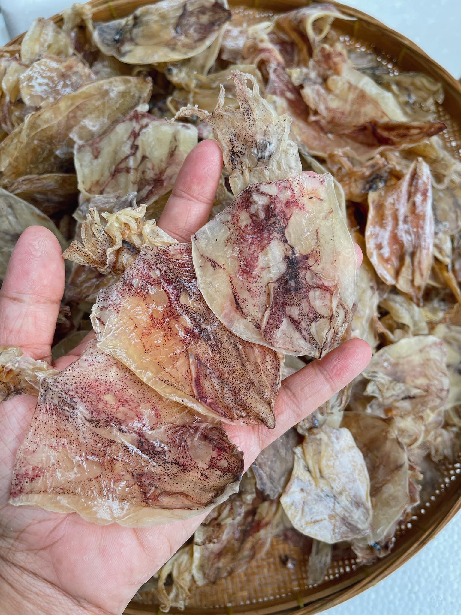 """Mực khô bán giá """"rẻ giật mình"""" trên chợ mạng, chỉ 200.000 đồng/kg loại mực to bằng cả bàn tay - Ảnh 5."""