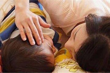 Bức ảnh nữ diễn viên ngủ chung với hai con trai gây tranh cãi