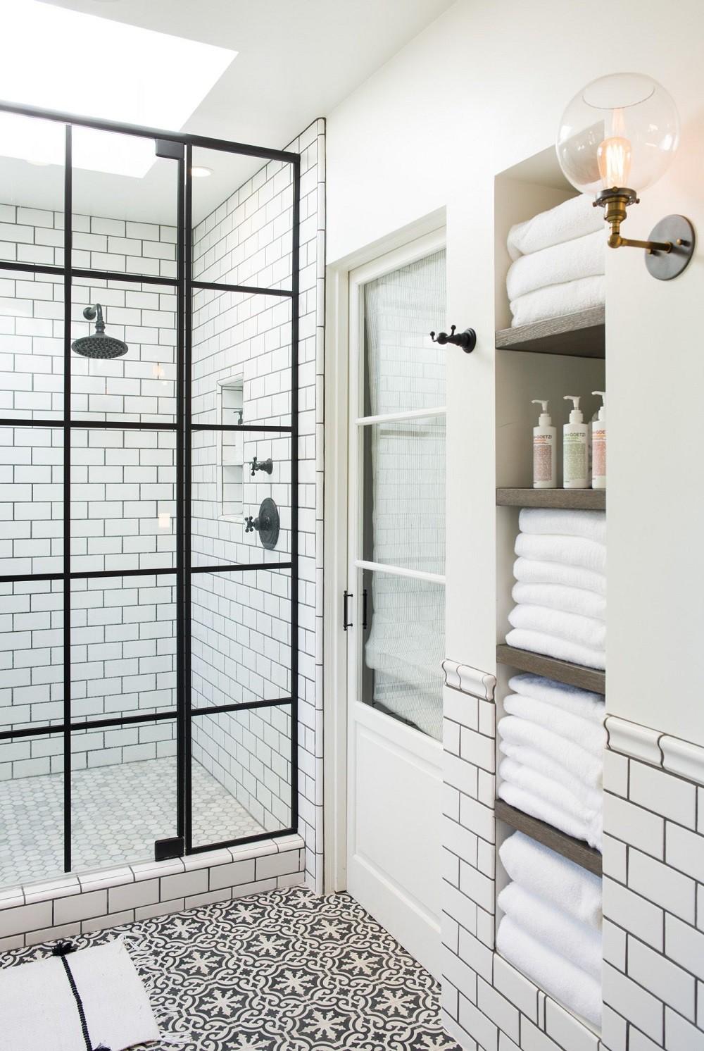 Cận cảnh 3 thiết kế phòng tắm được hồi sinh theo phong cách Tây Ban Nha thập niên 1930 nhờ các vật liệu công nghiệp - Ảnh 4.
