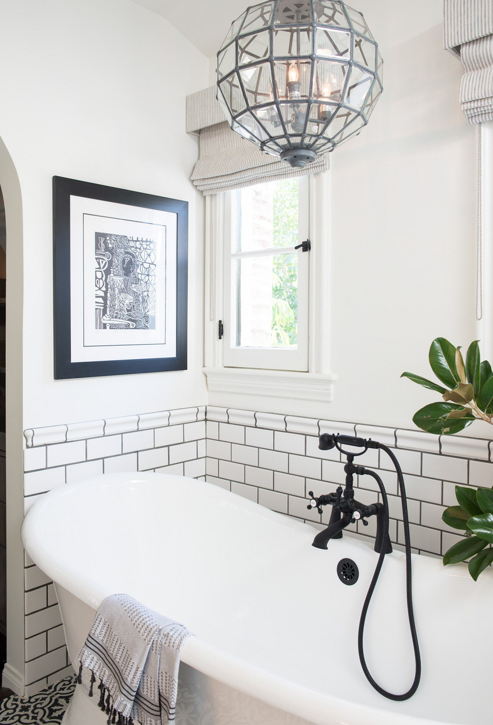 Cận cảnh 3 thiết kế phòng tắm được hồi sinh theo phong cách Tây Ban Nha thập niên 1930 nhờ các vật liệu công nghiệp - Ảnh 5.