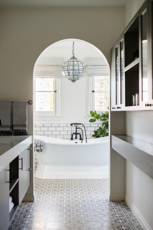 Cận cảnh 3 thiết kế phòng tắm được hồi sinh theo phong cách Tây Ban Nha thập niên 1930 nhờ các vật liệu công nghiệp - Ảnh 6.