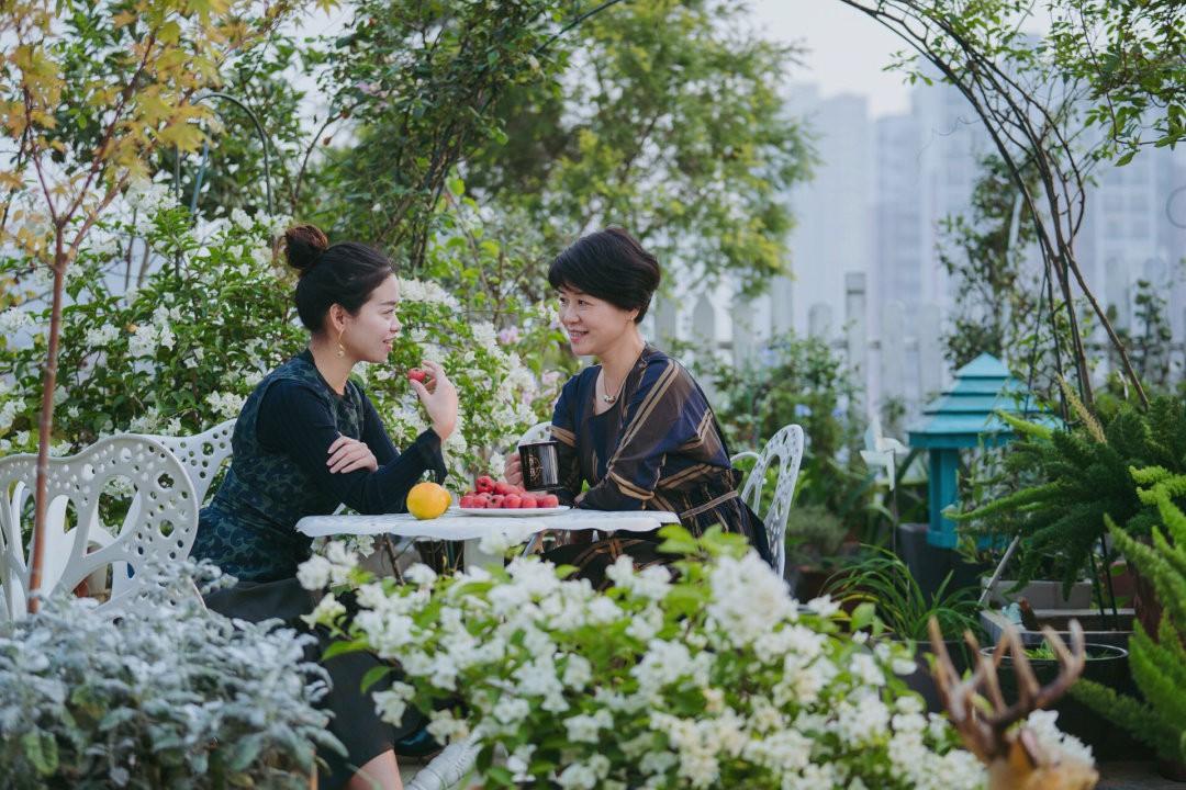 Tận dụng mái nhà bỏ hoang, người phụ nữ yêu hoa biến không gian thành khu vườn dịu dàng sắc hoa - Ảnh 10.
