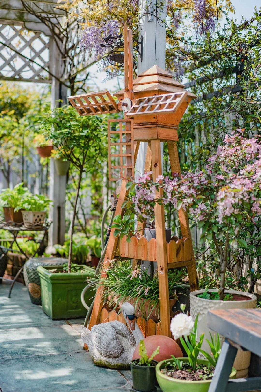 Tận dụng mái nhà bỏ hoang, người phụ nữ yêu hoa biến không gian thành khu vườn dịu dàng sắc hoa - Ảnh 9.