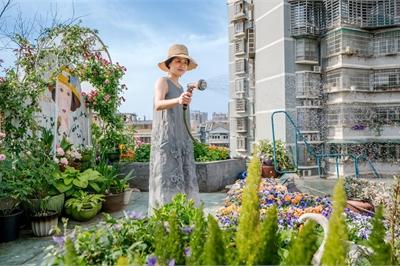Người phụ nữ biến mái nhà bỏ hoang thành 'vườn địa đàng'