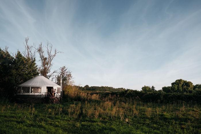 Ngôi nhà trông giống ốc đảo nhỏ xanh tươi trong lành của cặp vợ chồng dành 1 năm xây dựng - Ảnh 16.