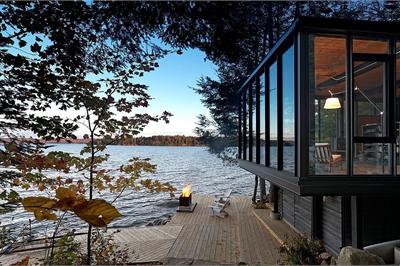 Ngôi nhà lưng tựa núi, mặt view hồ đẹp chất ngất dành cho những ai muốn sống gần thiên nhiên