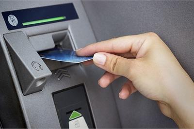 Cảnh báo: 3 nguy cơ luôn rình rập khi để tiền trong thẻ ATM cần biết