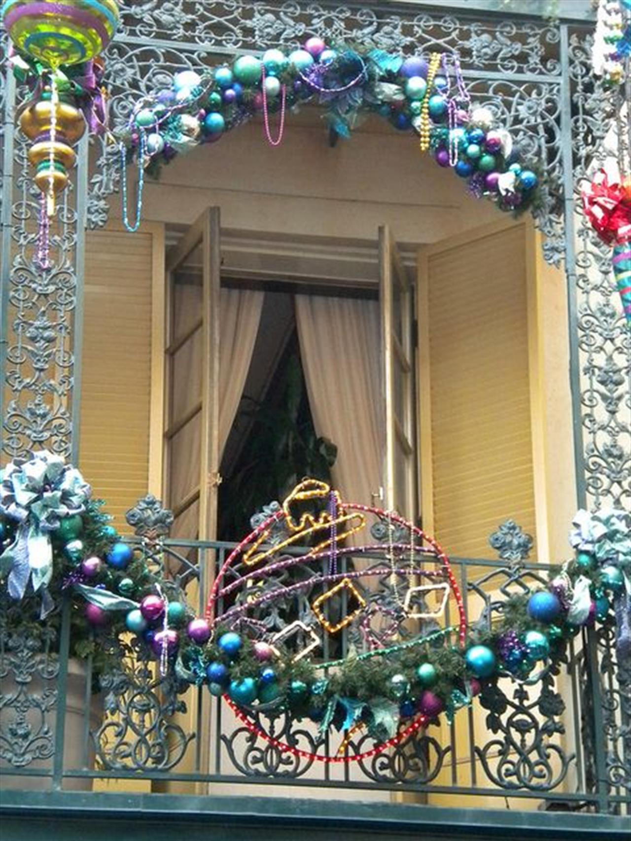 27 ý tưởng trang trí ban công dịp Giáng sinh cực đáng yêu cho mỗi gia đình - Ảnh 25.