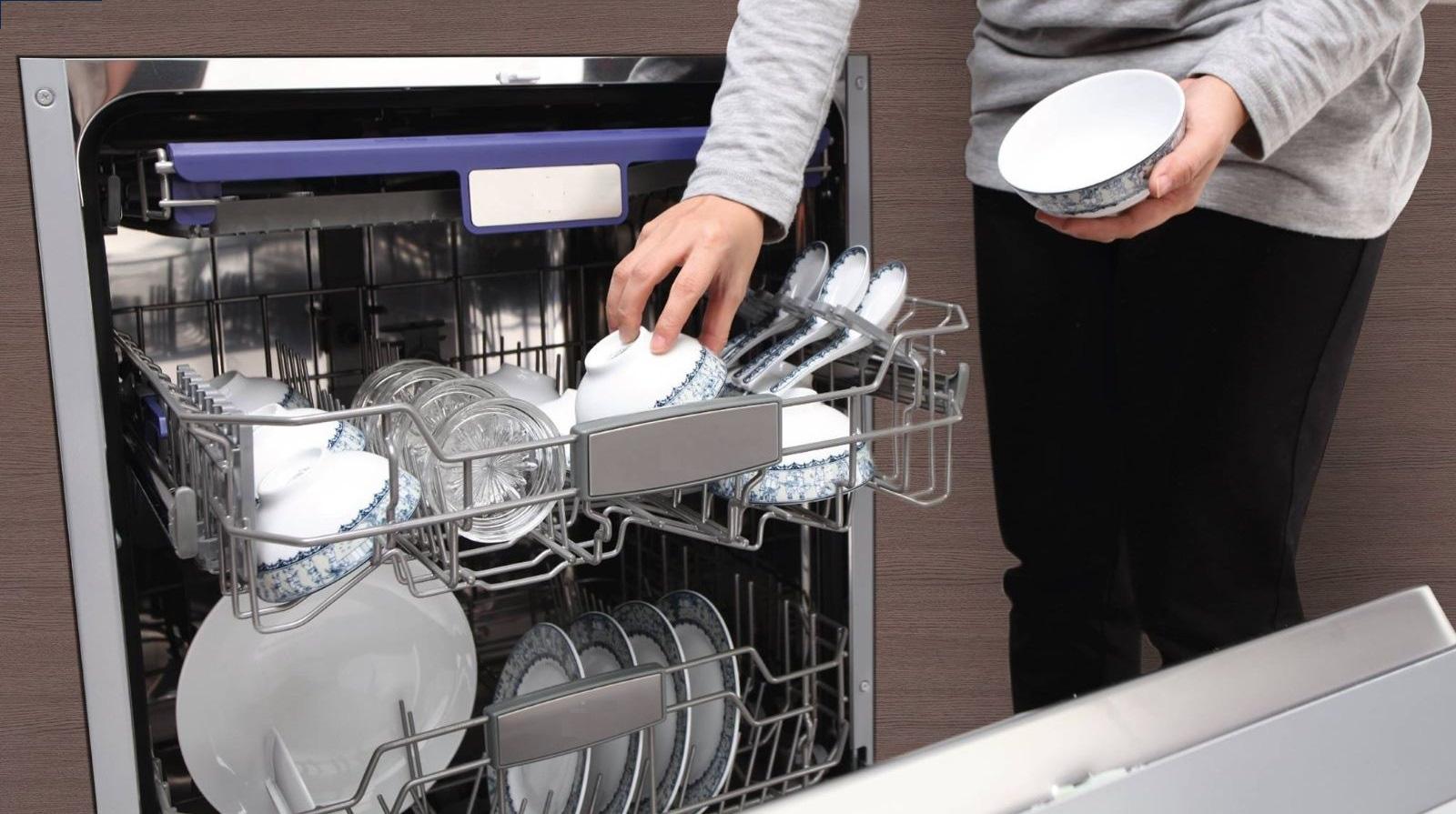 Bí quyết giúp các chị em sử dụng máy rửa bát vừa sạch mà hóa đơn chi phí và tiền điện nước hàng tháng như không - Ảnh 4.