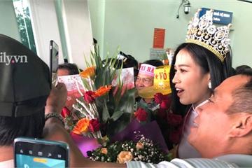 Tân Hoa hậu Việt Nam 2020 Đỗ Thị Hà xuất hiện tại sân bay Thanh Hóa