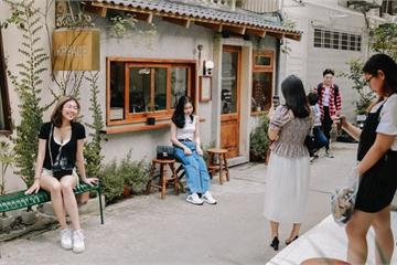 Có một 'thị trấn Hàn Quốc' giữa lòng Hà Nội, cảnh đẹp như phim, 'xịn' từ đồ ăn đến nhân viên phục vụ