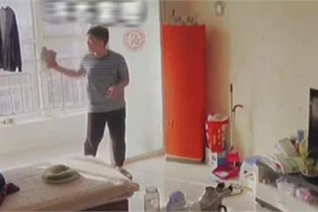 Mẹ lắp camera phòng khách, bất ngờ phát hiện tài năng của con trai nhưng lại gây tranh cãi