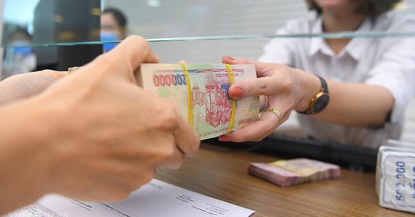 Có 50 triệu thì nên gửi tiết kiệm hay đầu tư?