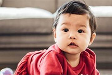 """Lên mạng than trời vì con 8 tháng chưa biết đứng, bà mẹ bị cư dân mạng """"cười thối mũi"""""""